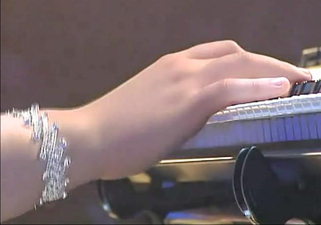 Kim Hyang-sun hand 20121010 01.08.34