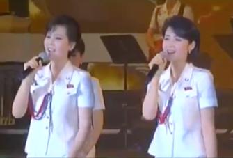 Kim Yu-kyong & Ri Su-kyong 20150427 43.52