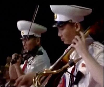 mbb-31-39-male-cellist